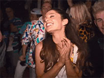 Ariana Grande claps her hands moving picture