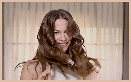 DemetÖzdemir Turkish Actress animated GIF