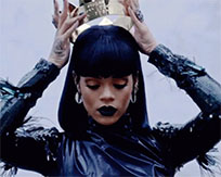 Rihanna puts gold crown on moving picture